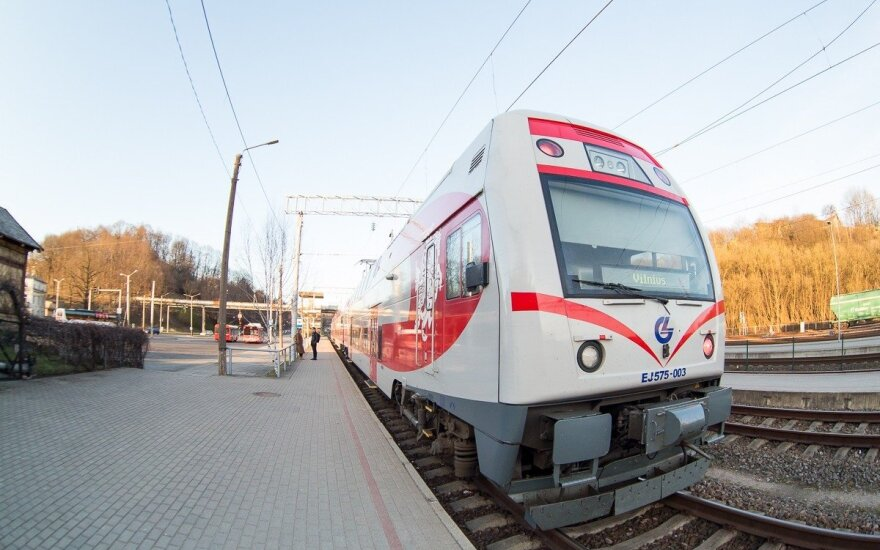 Keleivis piktinasi: tuo traukiniu važiuoti tiesiog neįmanoma