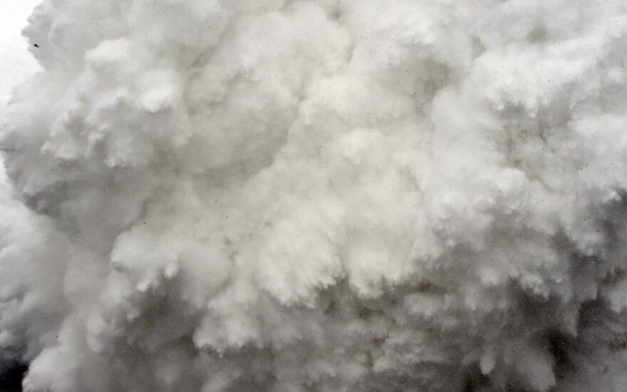 Sniego lavinas Nepale