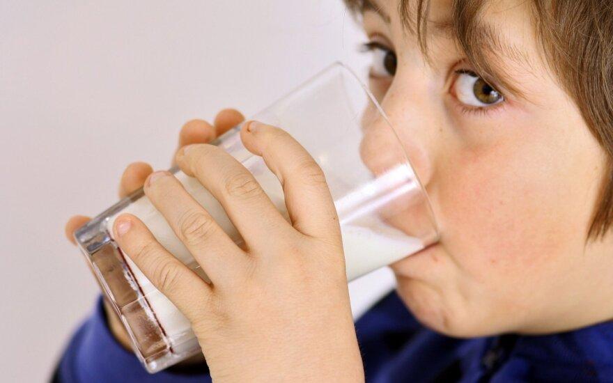 Ekspertas: nėra produktų, kurie vaikams pakeistų pieną
