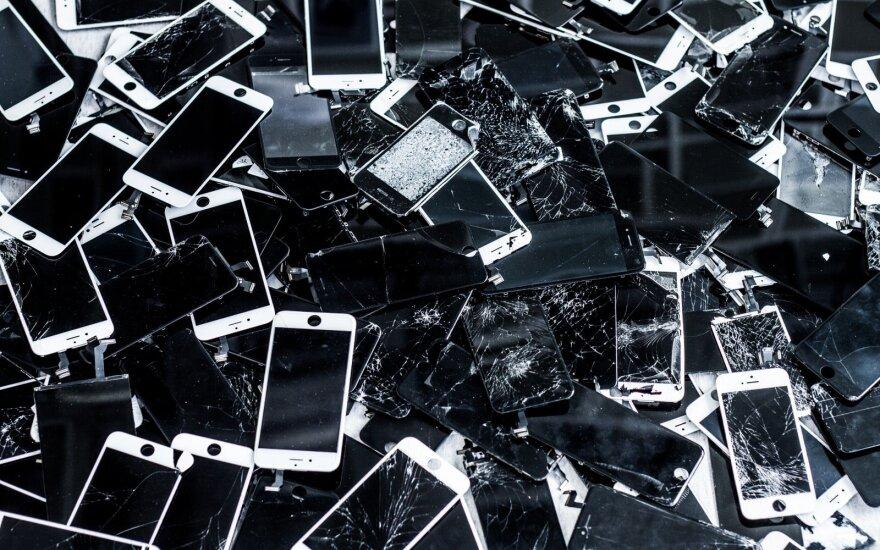 Lietuvoje ėmėsi remontuoti sudužusius telefonų ekranus, L Steponavičiaus nuotr.