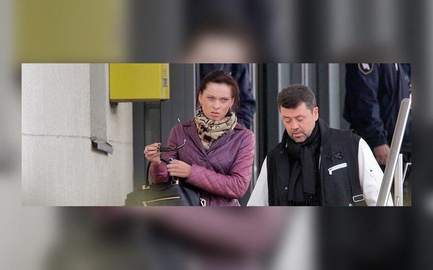 V. Šapranauskas su trisdešimčia metų jaunesne mylimąja iš Kanų grįžo ne geriausios nuotaikos (FOTO)