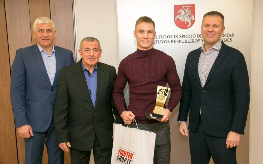Vytautas Balsys (antras iš dešinės)
