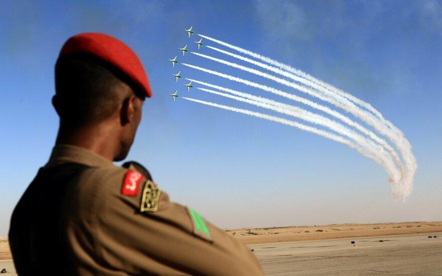 Saudo Arabijos naikintuvai dalyvauja oro pasirodyme