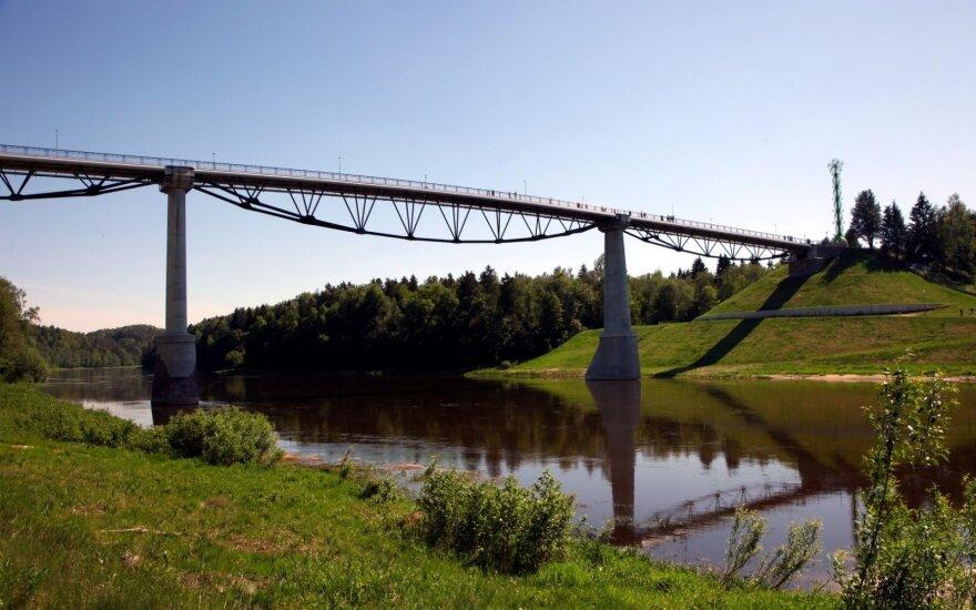 Alytus, Baltosios rožės tiltas
