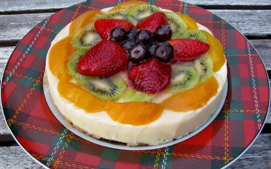 Sužavėtas liks bet kuris svečias: gaivus sūrio pyragas, kurio nereikia kepti