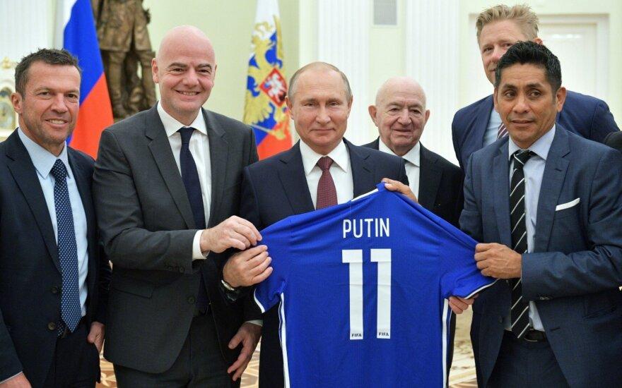 Gianni Infantino (antras iš kairės) ir Vladimiras Putinas