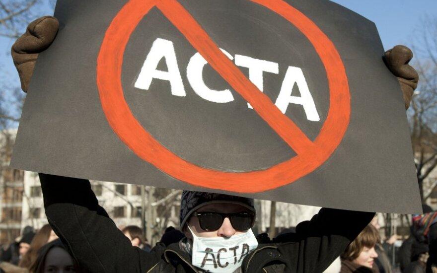 R.Paksas: peticijų komitetui įteikta milijoninė piliečių peticija prieš ACTA sutartį