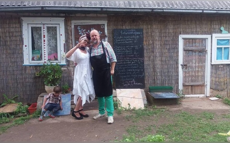 Pirmas toks Lietuvoje namų restoranas: lauko tualetas ir sriubos už 5-9 eurus