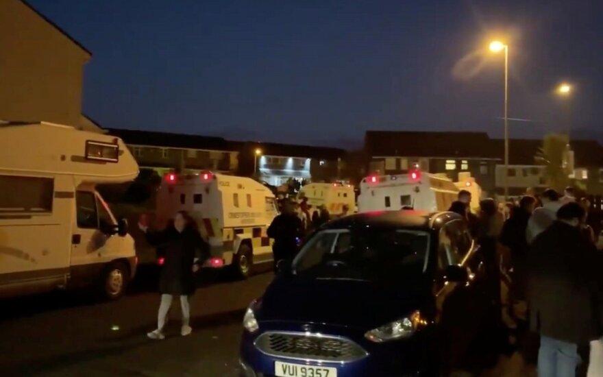 """Šiaurės Airijoje nušauta moteris, policija laiko tai """"teroristiniu incidentu"""""""