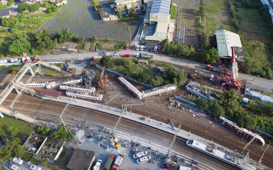 Traukinys į posūkį įvažiavo milžinišku greičiu, žuvo 18 žmonių