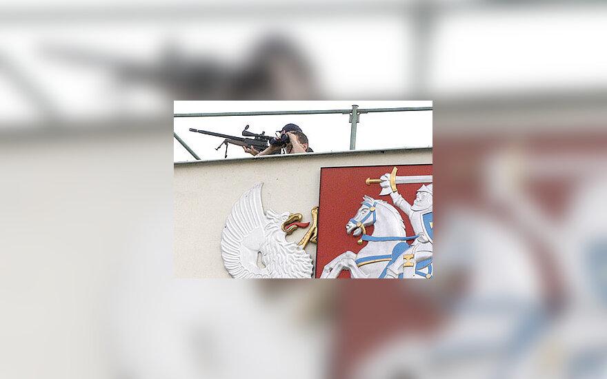 Snaiperis ant prezidentūros stogo