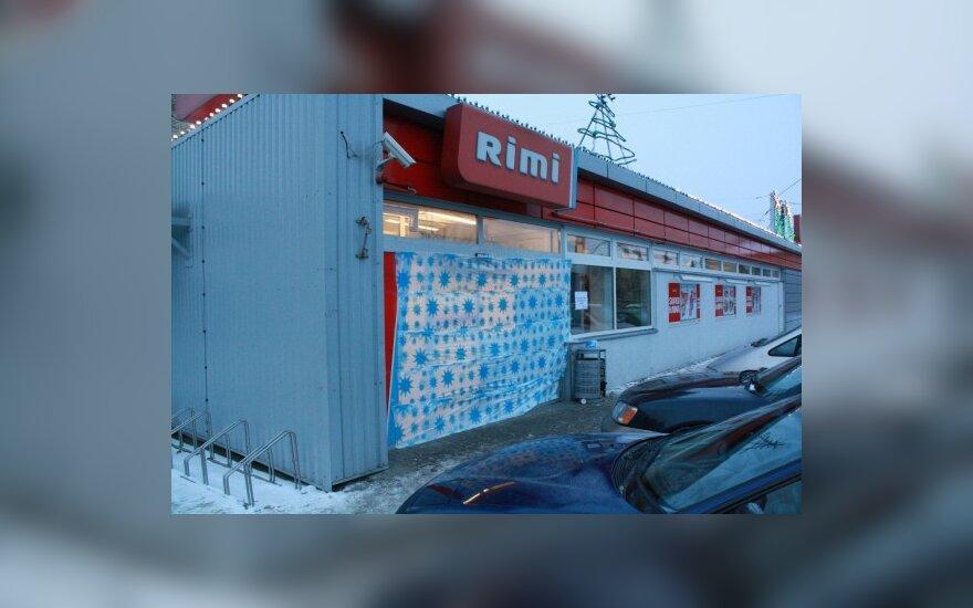 """Kaune susprogdintos prekybos centro """"Rimi"""" įėjimo durys"""