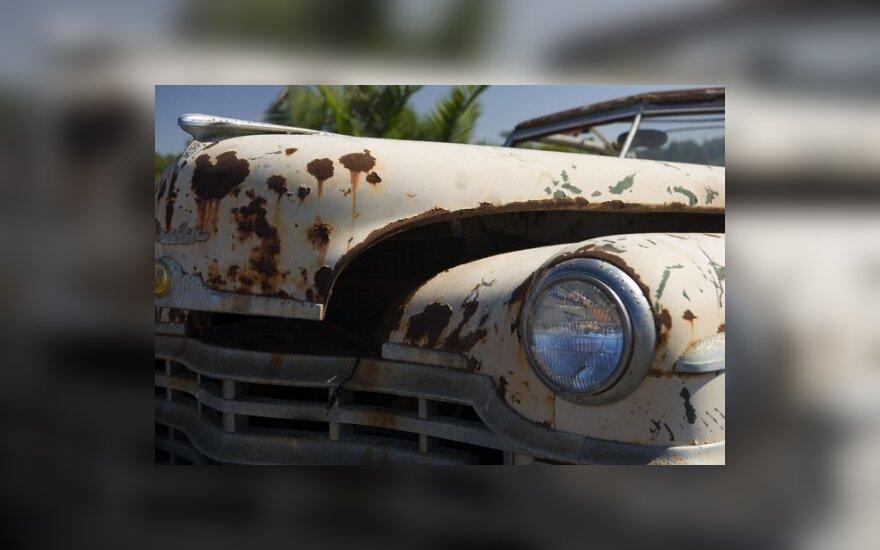 Sunkmečiu vairuotojai nekreipia dėmesio į automobilių rūdis