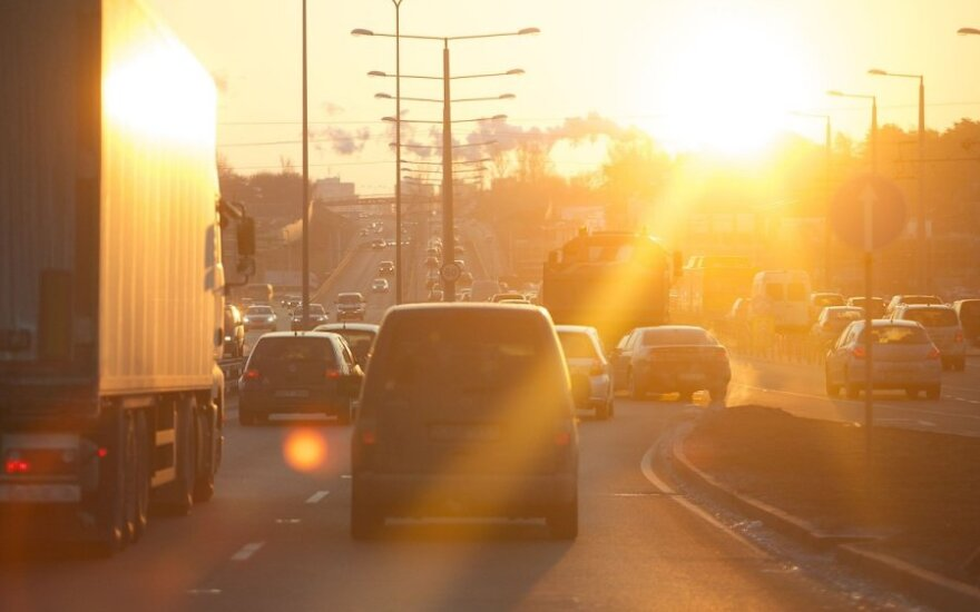 Keliuose eismą sunkina šlapdriba