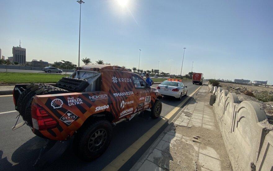 Vienai iš lietuvių Dakaro komandų papildomi logistiniai iššūkiai