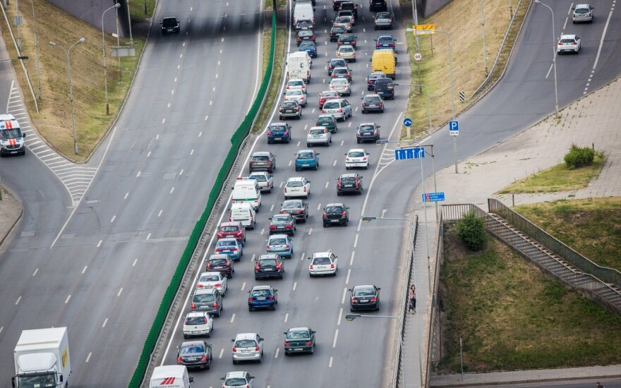 Andriukaitis perdavė Europos Komisijos žinią: Lietuvai teks apmokestinti taršius automobilius