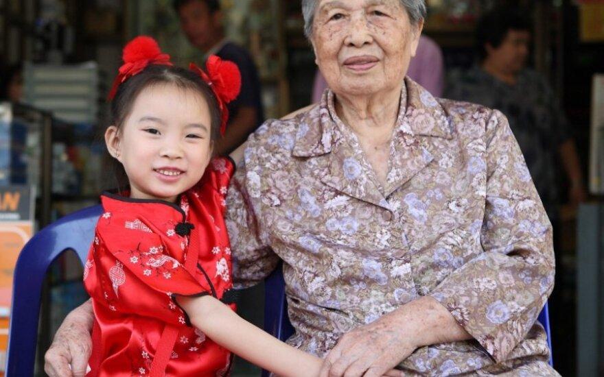 Kinijoje atsirado dar viena prievolė: rūpintis tėvais