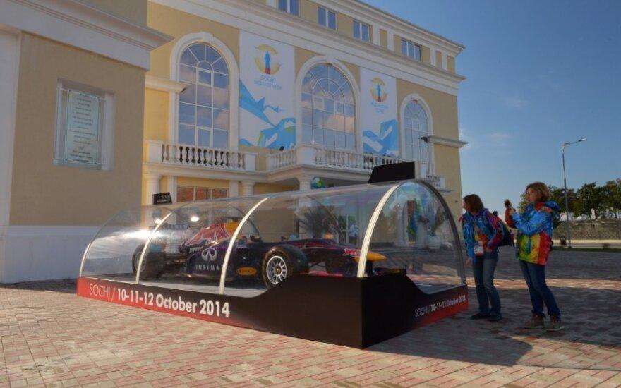 """Olimpiados šurmulį Sočyje pakeis """"Formulės-1"""" automobilių gausmas"""