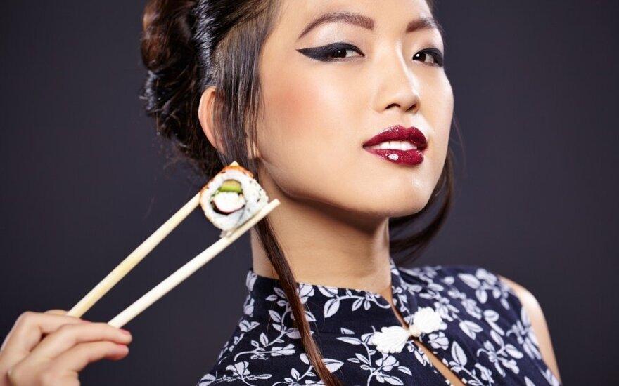 """Japonijoje gyvenanti lietuvė stebisi keistu moterų grožio suvokimu: ant bangos – """"lengvai išgėrusios merginos"""" makiažas"""