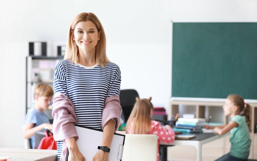 """Išrinkti mylimi mokytojai – daugiausia """"ačiū"""" sulaukę pedagogai bus apdovanoti iškilmingame renginyje"""
