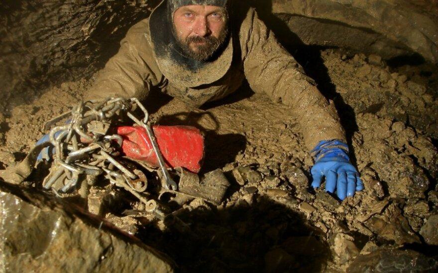 Vienas garsiausių speleologų Genadijus Semochinas pagerino savo paties rekordą