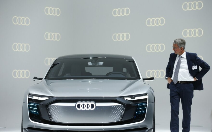 """""""Audi"""" valdybos pirmininkas Rupertas Stadleris Frankfurto parodoje"""