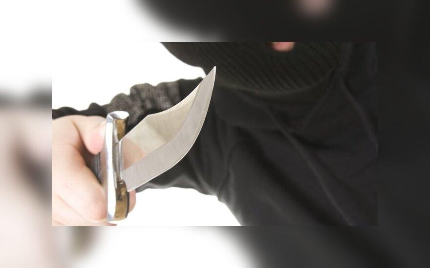 Įtariama, kad Vilniaus parduotuves jau keletą dienų apiplėšinėja tas pats peiliu ginkluotas narkomanas