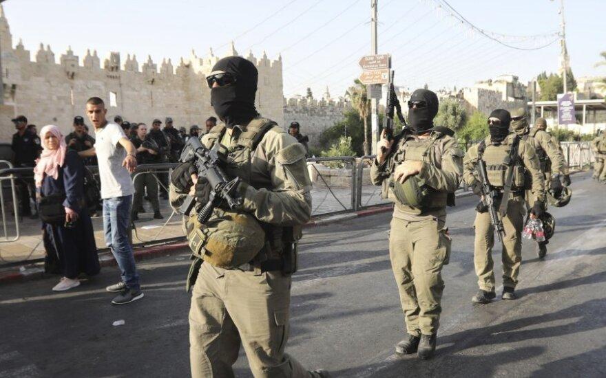 Jeruzalėje palestinietis peiliu sužeidė du izraeliečius