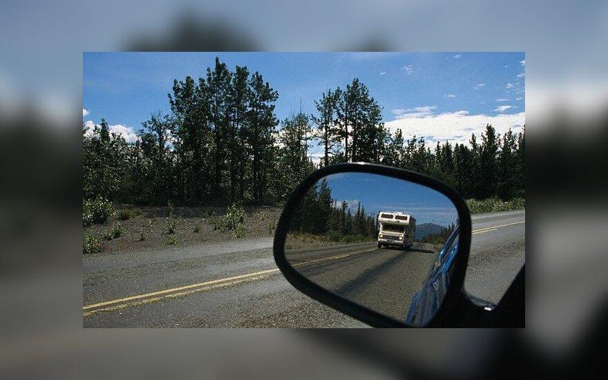 Tinkamas šoninio vaizdo veidrodėlių sureguliavimas padeda išvengti avarijų