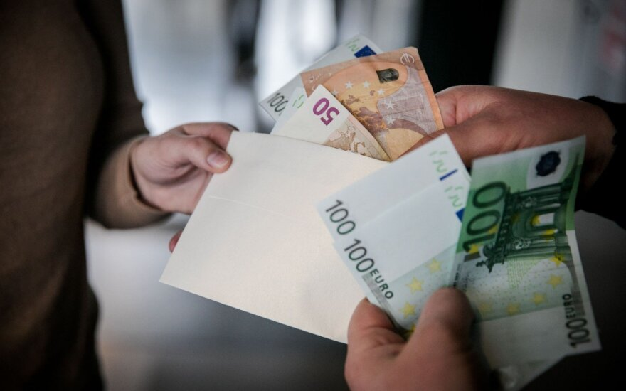 Vyriausybė pritarė darbuotojų įsigyjamų akcijų neapmokestinimui