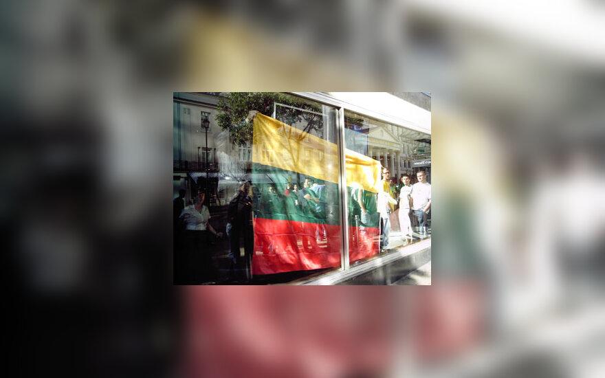 Lietuviai Londone palaiko Lietuvos krepšinio rinktinę