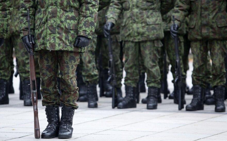 Austrai pritarė privalomai karinei tarnybai