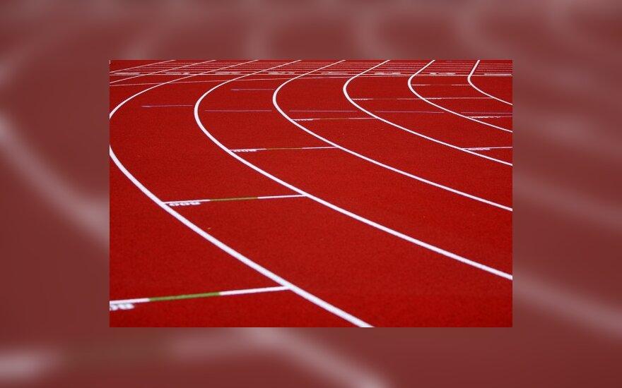 Mokslininkai: sveikiau bėgioti basomis