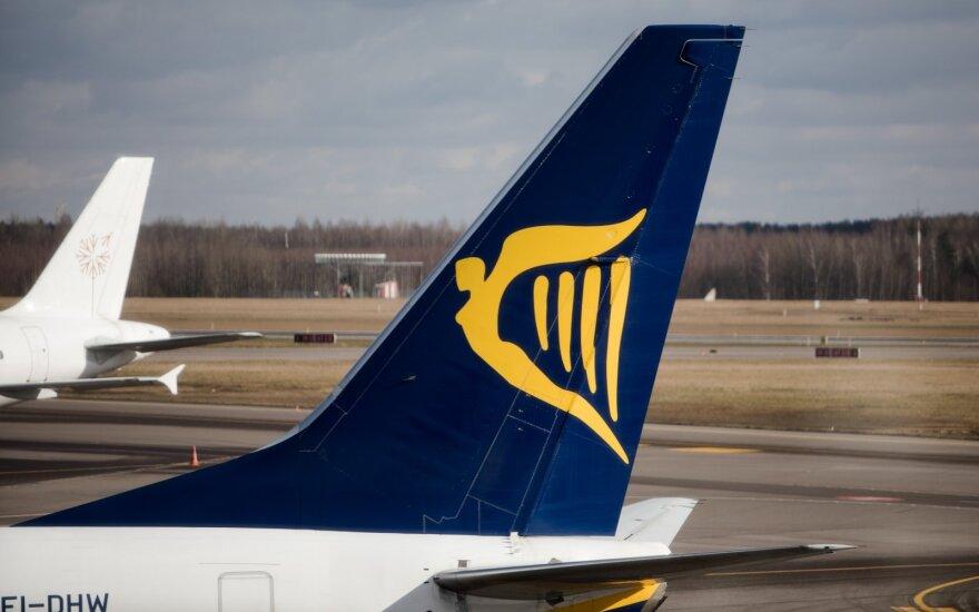 """""""Ryanair"""" dėl pandemijos naikina 3 tūkst. darbo vietų"""