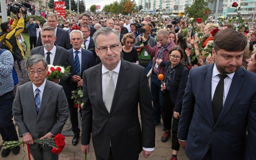 ES, Europos šalių atstovybių Baltarusijoje vadovai Minske pagerbė protestuotojo atminimą