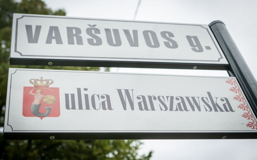 Street signs of Warsaw str in Vilnius in Lithuanian and in Polish