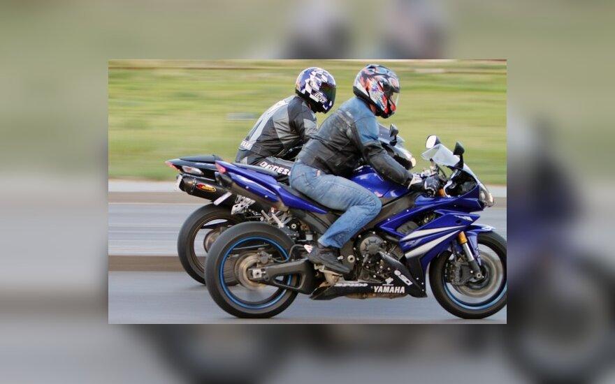 Motociklų vairuotojų kontrolei keliuose – didesnis dėmesys