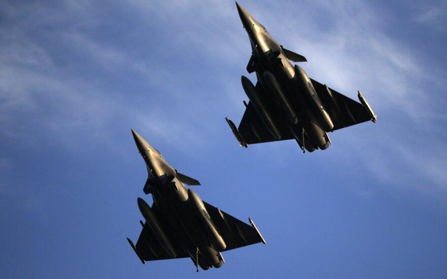 """Prancūzija ir Indija pasirašė sutartį dėl naikintuvų """"Rafale"""""""