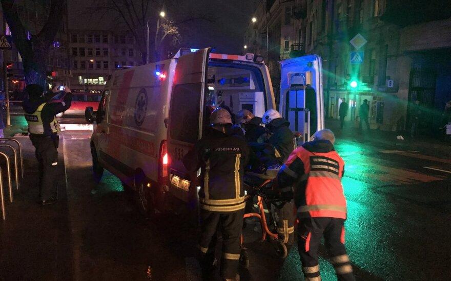 Vilniuje troleibusų laidus laikantis stulpas užgriuvo ant vaikino: daugybiniai kaulų lūžiai, galvos trauma