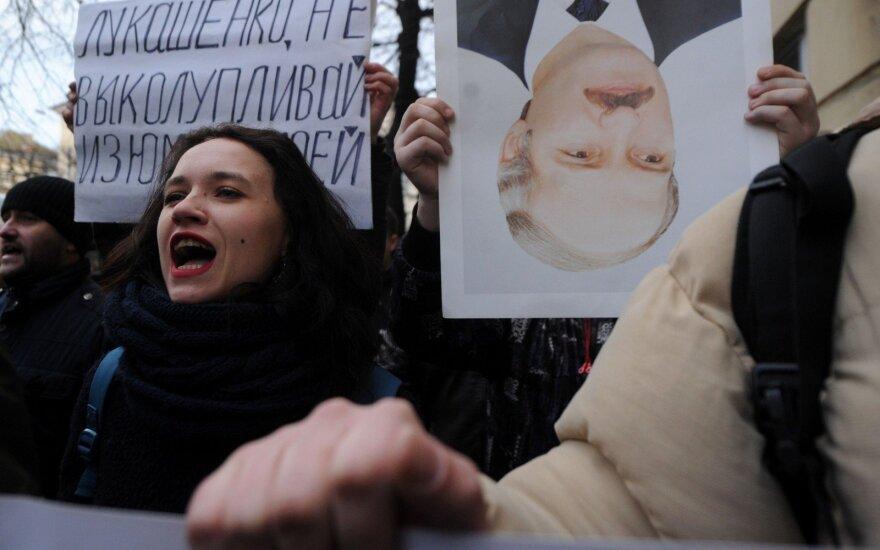 """Prieš """"Laisvės dienos"""" maršą Baltarusijoje suimta dešimtys opozicionierių"""