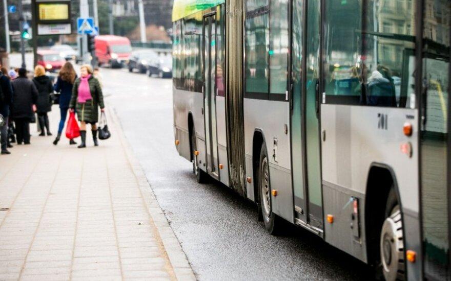 Autobuso keleivė pasibaisėjo išgirdusi, kokiais žodžiais ujama vairuotoja
