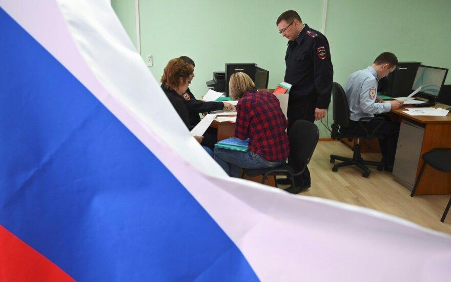 """Ukraina skelbia sprendimą dėl """"feikinių"""" pasų, Kremlius situaciją kaitina toliau"""