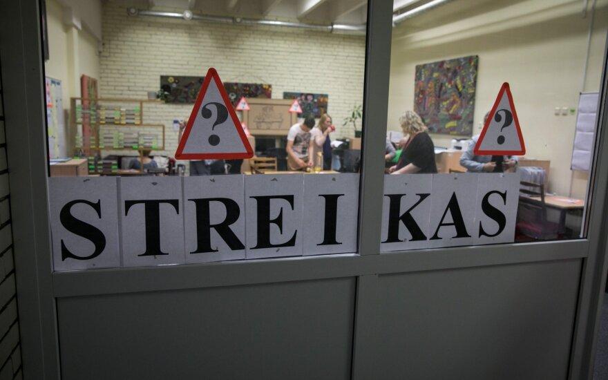 Kelios šalies mokyklos pradeda neterminuotą streiką