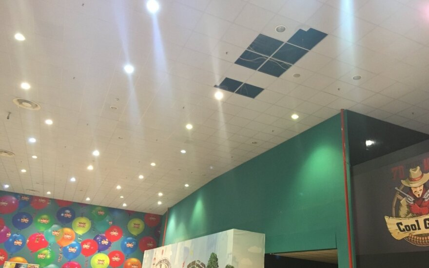 """""""Ozo"""" prekybos centro lankytoja: noriu perspėti - pastatas neaiškios būklės"""