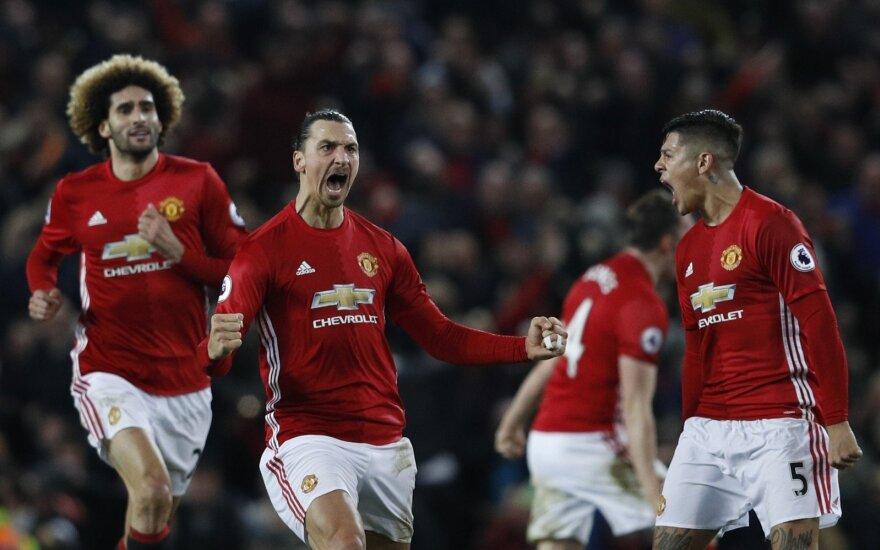 """""""Manchester United"""" puolėjas Zlatanas Ibrahimovičius džiaugiasi įvarčiu"""