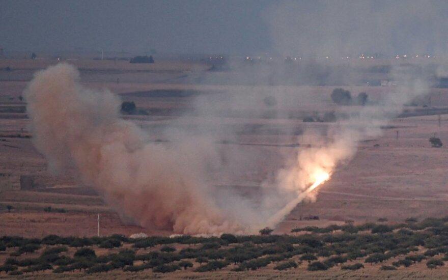 Turkų pajėgos bombarduoja Sirijos kurdus
