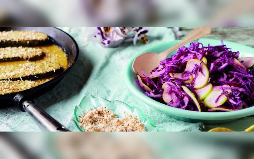Cukinijos su žaliojo kario padažu ir kopūstų salotomis