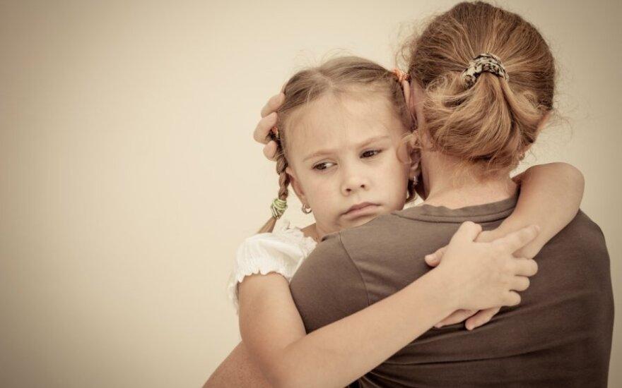 Nauja tendencija – skundžia net savus vaikus