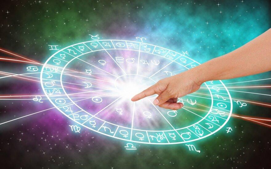 Astrologės Lolitos prognozė spalio 5 d.: palanku imtis iniciatyvos