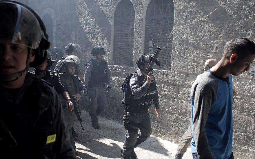 Prasidedant Palapinių šventei Jeruzalės šventovėje vėl atsinaujino policijos ir palestiniečių susirėmimai